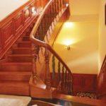 Cầu thang gỗ Hương